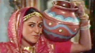 Raja Meri Matki Ko Mat Phod - Jaya Bhaduri, Asha Bhosle, Gaai aur Gauri Song