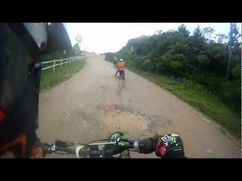 Pega de Tornado e lander na estrada de terra marcelo motos scs 15 11 2012