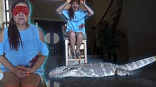 SURPRISING MY MOM WITH A GIANT LIZARD PRANK!! (SHE FREAKED OUT)