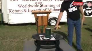 Терри Джонс снова публично сжег копии Корана.FLV