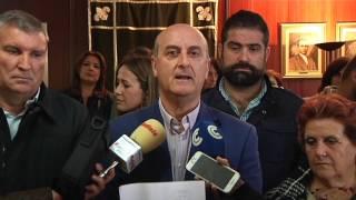 Los alcaldes de la Costa reclaman lealtad al consejero de Salud de la Junta