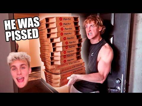 ORDERING GIANT PIZZAS TO MY BROTHERS HOUSE PRANK WARS