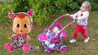 Куклы пупсики и Настя как мама шоппинг в магазине игрушек