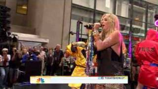 Ke$ha - Your Love Is My Drug ( Live Today Show  08/13/2010