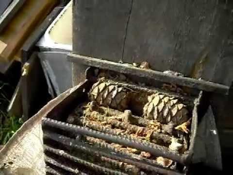 Как сделать машинку для чистки орех 135