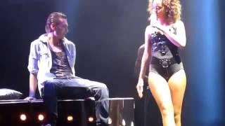 Rihanna baila muy sexy hot para un fan Inglaterra