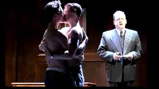 Leon and Sam (kiss scene)