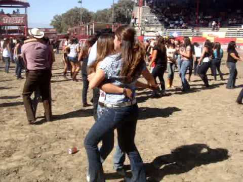 bailando con mi hermana