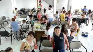 LOS NIÑOS DE JUBRIQUE HACEN MURALES CON PIEDRAS PARA DECORAR EL PUEBLO