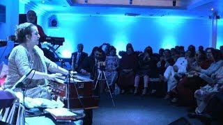 Jhoom Barabar Jhoom Sharabi by Munni Begum London Live Show