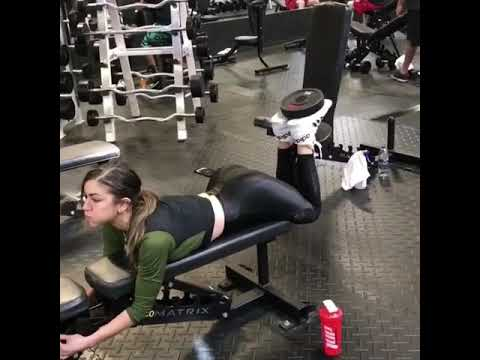 Anllela Sagra in Shiny Leggings
