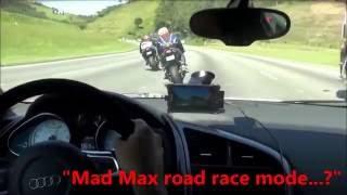crazy Audi R8 vs 2 bikes