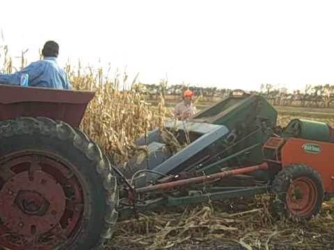 South Dakota Corn Pickin 2009 with New Idea Corn Picker