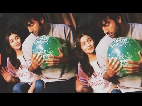 Xxx Mp4 Aw Ranbir Kapoor And Alia Bhatt Announce Engagement With Happy Engagement Balloons 3gp Sex