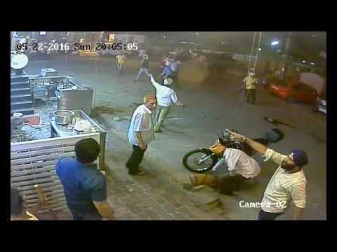 CCTV में कैद हुई ये लड़ाई देखकर हैरान रह जाएंगे आप