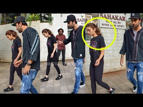 Xxx Mp4 Ranbir Kapoor Takes Care Of Gf Alia Bhatt As Her Leg Gets Injured 3gp Sex