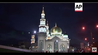 Moscow: Huge number of worshippers come to pray at new mosque | Editor's Pick | 24 Sept 15