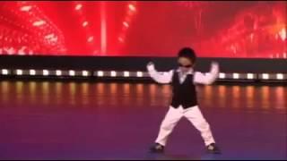 A 4 anni balla il