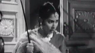 Waheeda Rehman hits Rehman with stick - Chaudhvin Ka Chand Comedy Scene 3/10
