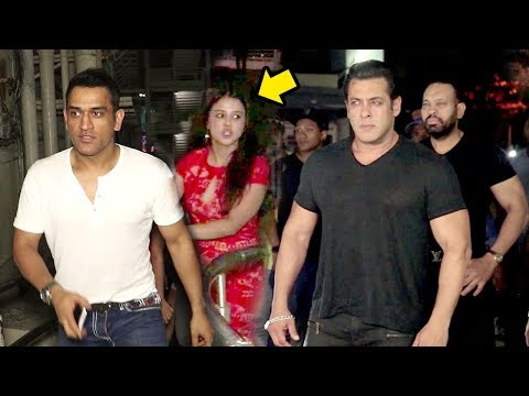 Xxx Mp4 MS Dhoni और Sakshi की शानदार एंट्री Salman Khan के सामने Race 3 Movie REVIEW ग्रैंड Show पर 3gp Sex