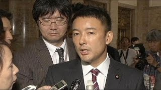 Japanese politician breaks taboo by giving letter to Emperor about Fukishima fears
