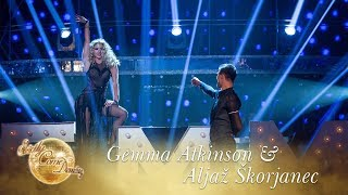 Gemma Atkinson & Aljaž Skorjanec Showdance to Show Me How You Burlesque - Final 2017