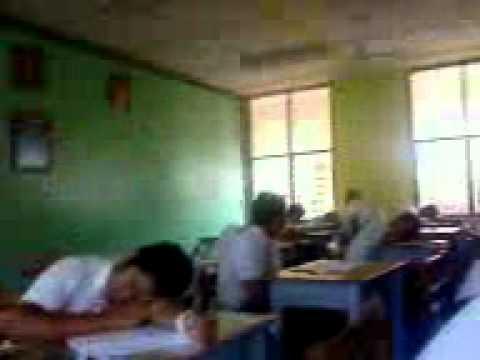Pelajar tidur masa peperiksaan.3gp