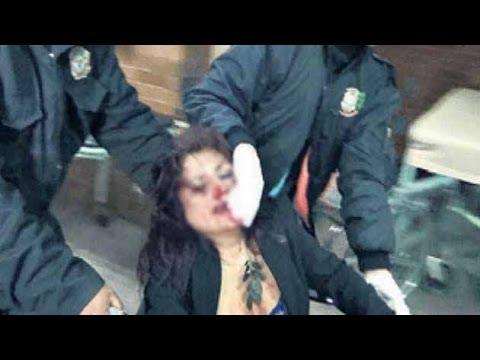 IMPRESIONANTE Policías golpean a mujer borracha VIDEO
