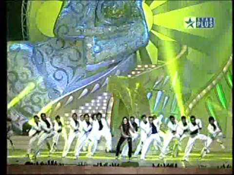Hot Kareena Kapoor on Star Plus 2010.flv