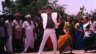 Paatti Sollai Thattathey - Vandaaru song