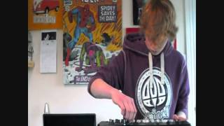 Live Dubstep performance ionisation (MPD 18 + Reason 5) (free EP Download)