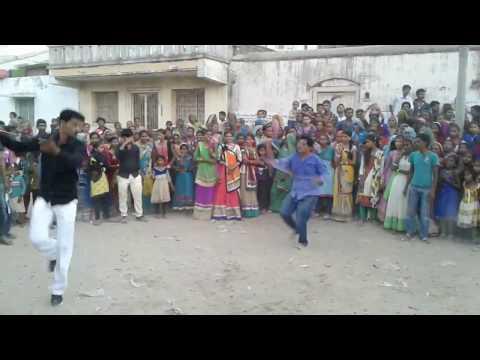 maniyaro aayo gujarati song varghodo talvar baji funny dance latest video.