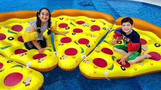 Kids play with large inflatable pizza in the pool, funny kid video
