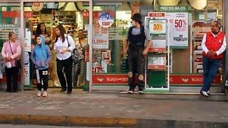 شاهد ماذا فعل هذا مهرج في شوارع اسبانية لن تتوقف عن ضحك New جديدا