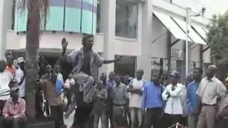 نيجيري يمشي على السلك مدهش و مضحك لا يفوتك !!!