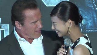 """西内まりや、""""憧れの人""""シュワちゃんからキス!「胸がいっぱい」 映画「ターミネーター:新起動/ジェニシス」ジャパンプレミア3 #Mariya Nishiuchi"""