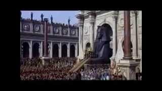 Elizabeth Taylor aka Quen Cleopatra enters in Rome Clopatra movie classic Hollywood