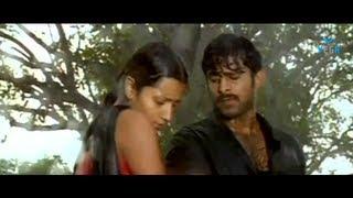 Trisha And Prabhas Romanc In Rain - Varsham