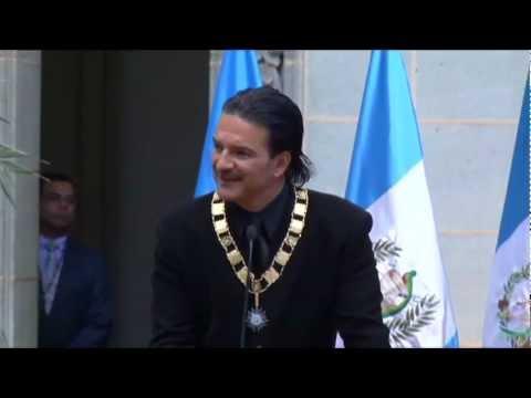 Ricardo Arjona recibe la Orden del Quetzal en Guatemala