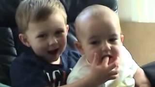 Fratele lui il musca de deget