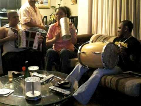 Victor Peña Miguelina y Chiqui Taveras en la tambora La que sufre callada