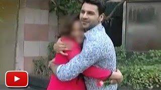 Omg Vivek Kisses Divyanka In Public