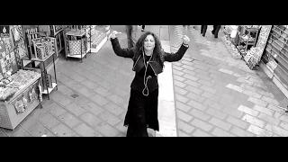 Σοφία Αρβανίτη - Μια ατίθαση καρδιά (Το πεντοζάλι του έρωτα) - Official Video Clip