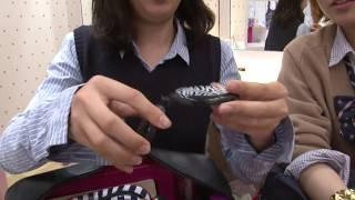 What are inside Japanese high school girls' bags? Part.1 女子高生のカバンの中身調査 看看日本高中女生的包里都有些什么!