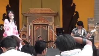 Orang Jepang nyanyi Demi Nama Cinta  Indonesia