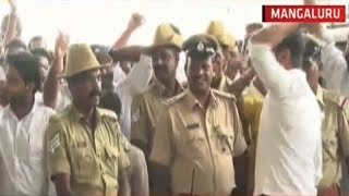 Two factions of Congress clash at Mangalore Airport