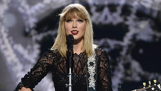 "Taylor Swift Performs ""I Don"