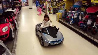 Little Girl Doing Shopping / Toy Shopping Cart at ToysRus Emily Tube