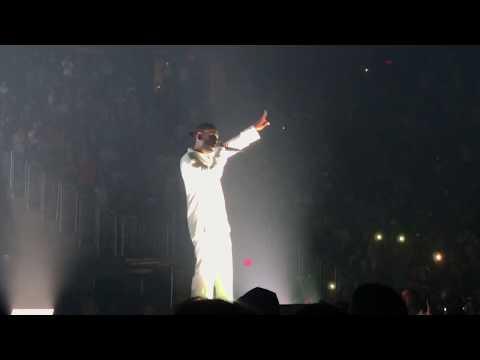 Kendrick Lamar has entire arena rap Humble for him