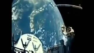 Waouuuh. des ANGES filmé par les satéllite (entre et sort) de la terre!!!